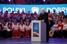 Jaroslaw Kaczynski na předvolebním setkání Práva a spravedlnosti