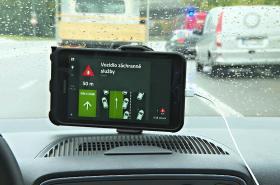 Systém chytrých silnic testují v Brně