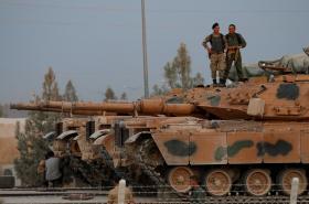 Turečtí vojáci ve městě Akcakale u hranic se Sýrií