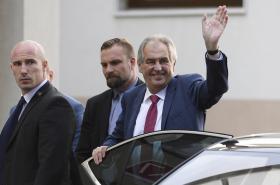 Miloš Zeman při příjezdu do nemocnice