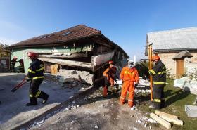 Zásah hasičů u výbuchu v Perné