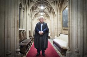 John Bercow na chodbě Dolní sněmovny
