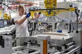 Automobilka Škoda Auto zahájila v závodě v Kvasinách sériovou výrobu modelu Superb iV s plug-in hybridním pohonem