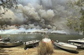 Požáry u australského jezera Conjola