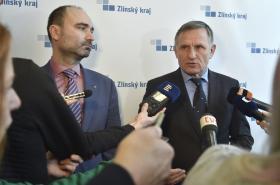 Daniel Adamka a Jiří Čunek po jednání kraje a Arrivy
