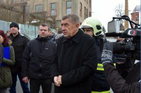 Místo tragického požáru ve Vejprtech navštívil premiér Andrej Babiš