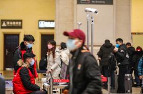 Kontroly na železniční stanici ve Wu-chanu