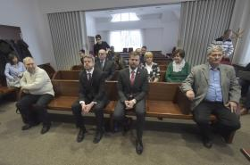 Sedm radních z Frýdku-Místku u okresního soudu v prosinci 2019