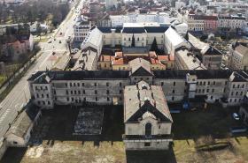 Začala proměna bývalé věznice v Uherském Hradišti