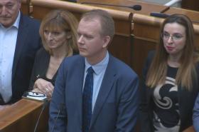 Protestující poslanci ve slovenském parlamentu