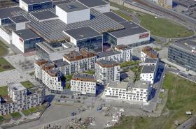 Forum Nová Karolina s přilehlým bytovým komplexem