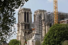 Katedrála Notre-Dame rok po požáru