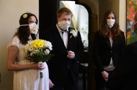 Svatba s rouškami