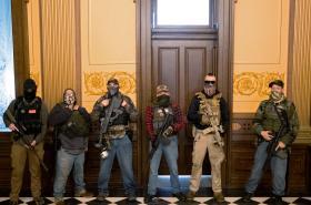 Demonstrace proti koronavirovým opatřením v michiganském Kapitolu