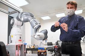 Radomil Matoušek představuje robotické pracoviště