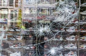 Následky nočních nepokojů ve Stuttgartu