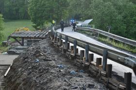 Sesuv půdy u mostu v Netřebicích