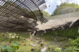 Poškození observatoře Arecibo