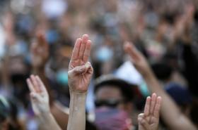 Demonstranti v Thajsku žádají odstoupení vlády, rozpuštění parlamentu a vyhlášení nových voleb