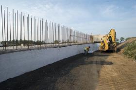 Výstavba dálnice D35 u Opatovic nad Labem