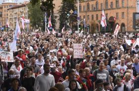 Lidé v Bělorusku demonstrují již pátým týdnem