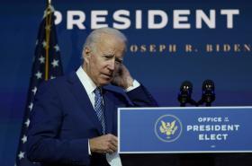 Joe Biden představuje plány boje proti covidu-19
