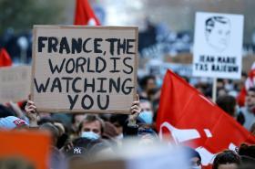 Demonstrace proti bezpečnostnímu zákonu ve Francii
