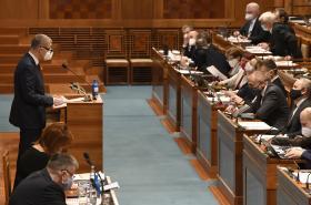 Andrej Babiš a Alena Schillerová na schůzi Senátu o daňovém balíčku