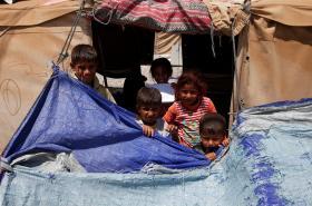Děti v uprchlickém táboře v Mosulu (červenec 2017)
