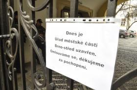 Uzavřená radnice ÚMČ Brno-střed ( 8. 3. 2019)