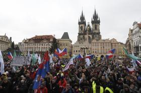 Protest proti vládním opatřením na Staroměstském náměstí v Praze