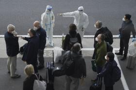 Experti WHO na letišti ve Wu-chanu
