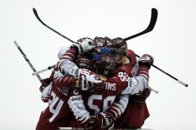 Radující se hokejisté Lotyšska