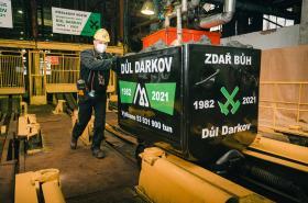 Poslední vozík uhlí z Dolu Darkov