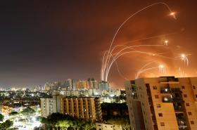 Obranný systém Iron Dome je v Izraeli nutností. Chrání občany před nepřátelskými raketami