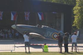 Přílet historického letadla Hawker Hurricane do Prahy