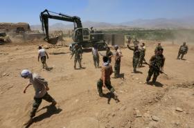 Afghánské síly s obavami z občanské války bojují s Talibanem