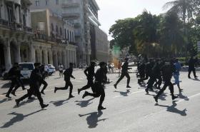 Kubánci vyšli protestovat proti své vládě do ulic. V zemi chybí potraviny a základní zboží