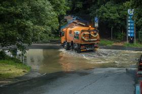 Ve Fibichově ulici v Liberci se vytvořila při silném dešti laguna