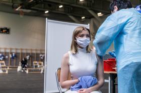 Očkování proti covidu-19 v nemocnici ve Vratislavi