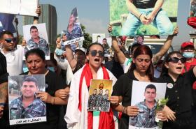 Libanonci rok od výbuchu v Bejrútu vyšli do ulic