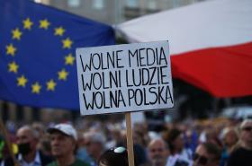 Protest proti zákonu o vlastnictví médií v Krakově