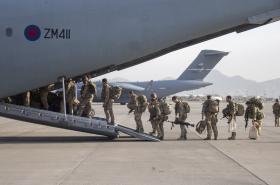 Sobotní evakuace britských vojáků z Kábulu