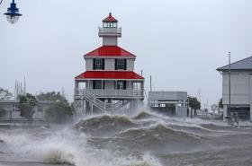 Pobřeží amerického státu Louisiana zasáhl hurikán Ida. Snímky ukazují situaci ve městě New Orleans