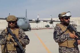 Taliban má kontrolu nad kábulským letištěm
