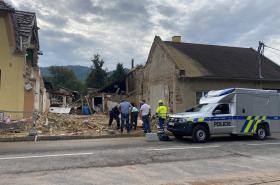 Kriminalisté na místě výbuchu v Koryčanech