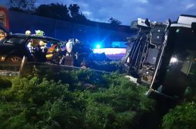 Hasiči zasahují u vážné nehody na D46
