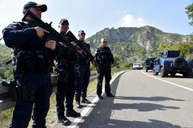 Kosovští speciální policisté na hranici se Srbskem