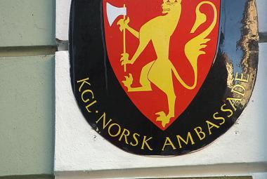 Norská ambasáda: Úřady rodiče za mluvení s médii netrestají