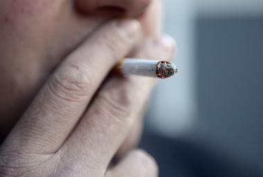 Poslední den v Česku, kdy si kuřáci smějí zapálit v restauracích. Od středy je cigaretě u piva konec